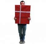 mężczyzna z prezentem